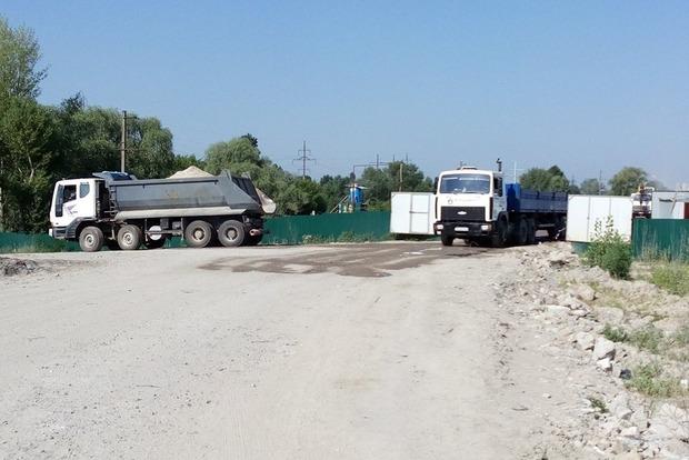 Замість еко-парку - житловий комплекс і колапс: активісти критикують тих, хто знищує озера на столичних Осокорках