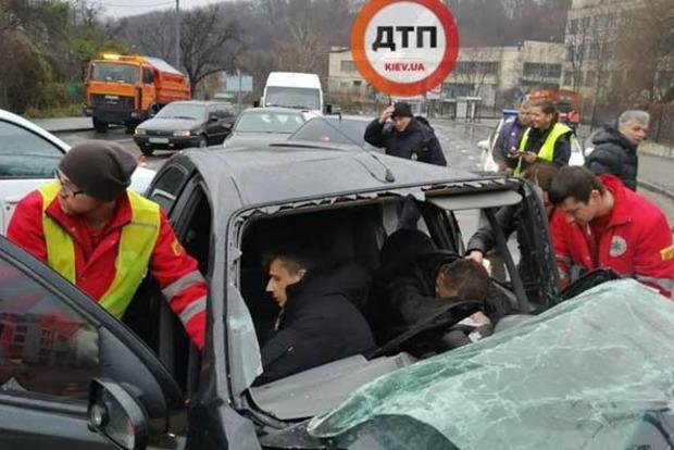 УКиєві п'яний водій скоїв серйозну ДТП