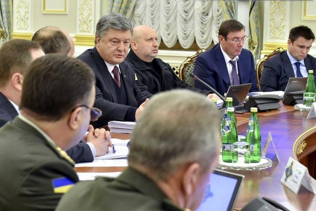 Порошенко выступил за увеличение экспорта оружия украинского производства