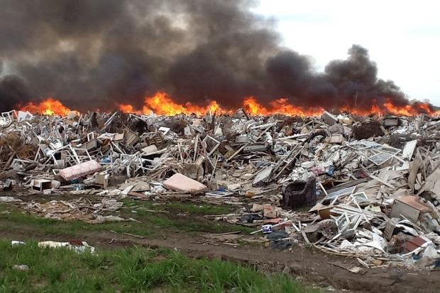 Во Львовской области горит еще одна свалка