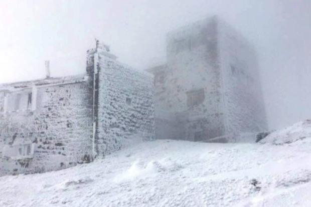 В ближайшие дни Карпаты «накроет» снежная буря