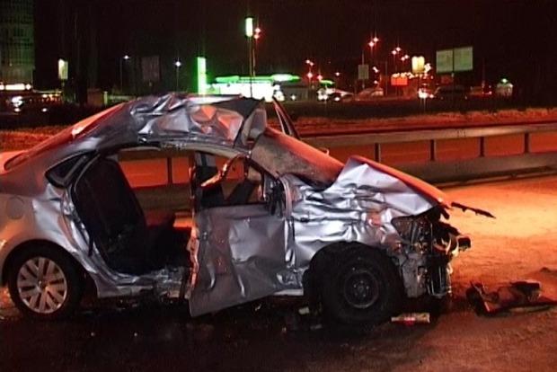В Киеве столкнулись грузовик и легковушка, погибли два человека
