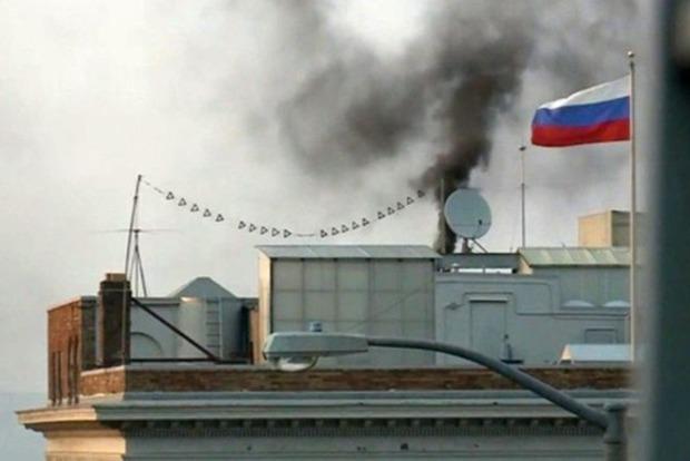 Российских дипломатов, которые жгли документы, оштрафовали в США