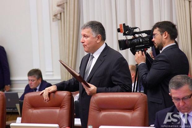 Аваков: Бюджет по зарплате в Службе ЧС разбалансирован на 98 млн грн