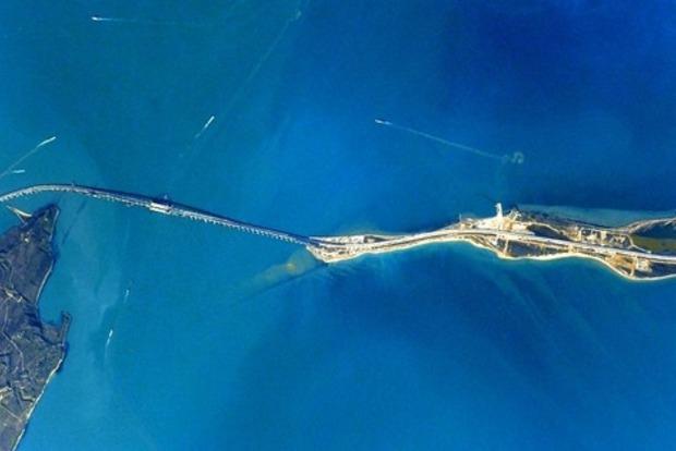Винтернете  появилось видео сиспытанием подсветки арки Крымкого моста