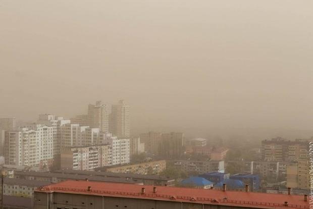 Украина превращается в пустыню. Эксперты пояснили причины пылевого урагана в Киеве