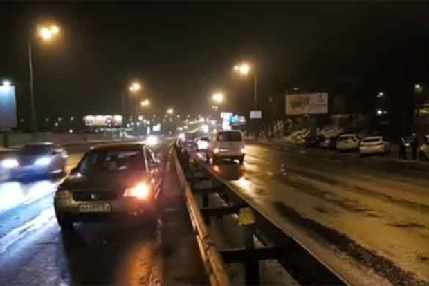 В Киеве нацгвардеец попал под колеса, спеша на помощь сбитому пешеходу