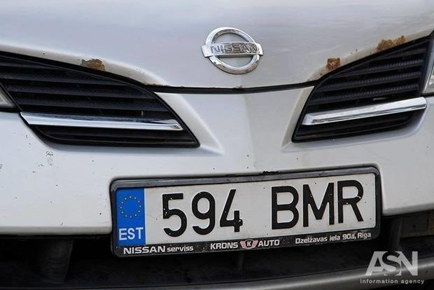 Хоть выбрасывай: украинцы на еврономерах рискуют остаться без машин