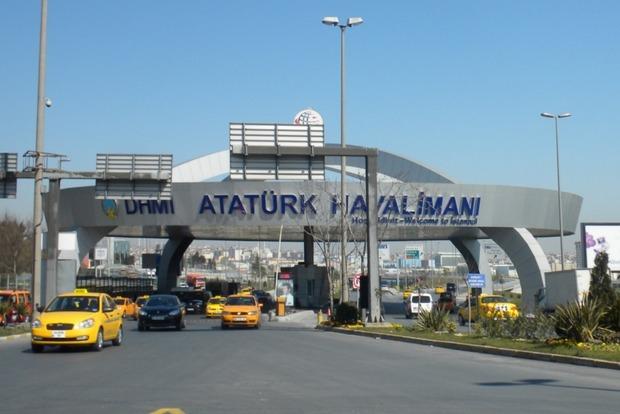 Аэропорт в Стамбуле возобновил работу после теракта