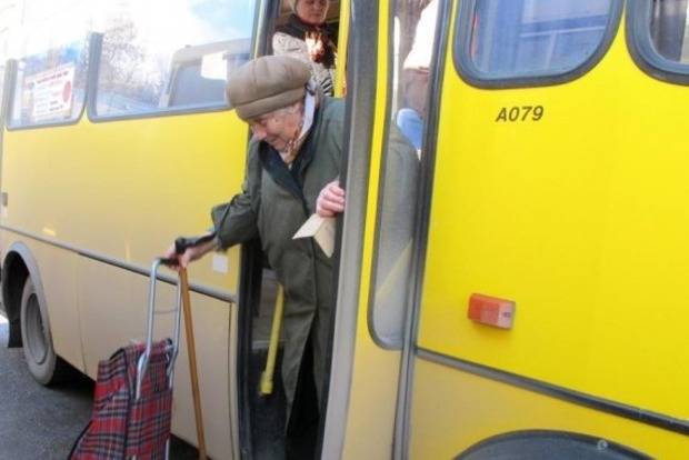 Перевізники не мають права обмежувати кількість пільговиків під час одночасного перевезення