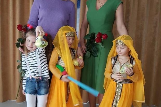 Камалия показала, как ее близняшки поют украинскую песню