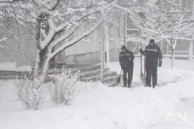 Непогода свирепствует: в двух областях Украины запрещено движение транспорта