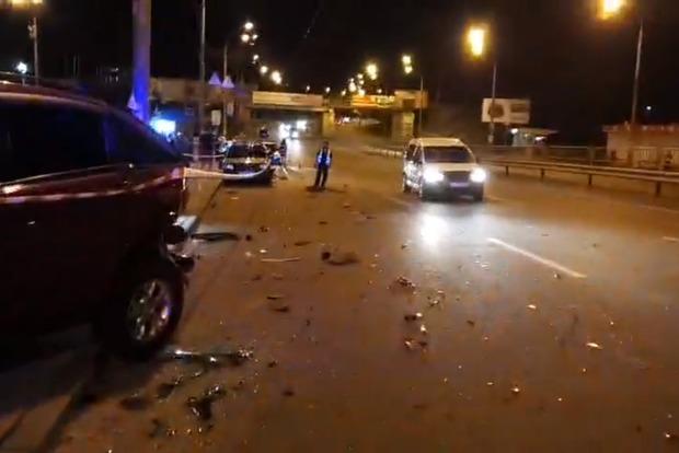 Чоловіка розірвало на частини: в Києві авто розбило три інших машини і перекинулося на дах