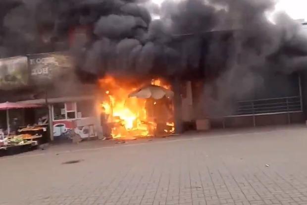 Возле столичной станции метро Левобережная сильный пожар. Станция закрыта