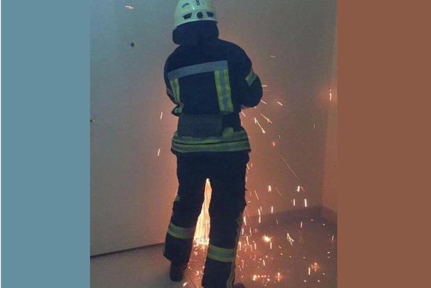 Луценко показал, как вырезают двери у отца Залищук