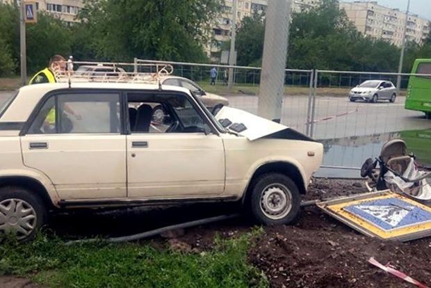 Полиция задержала водителя ВАЗ, сбившего коляску с младенцем в Харькове