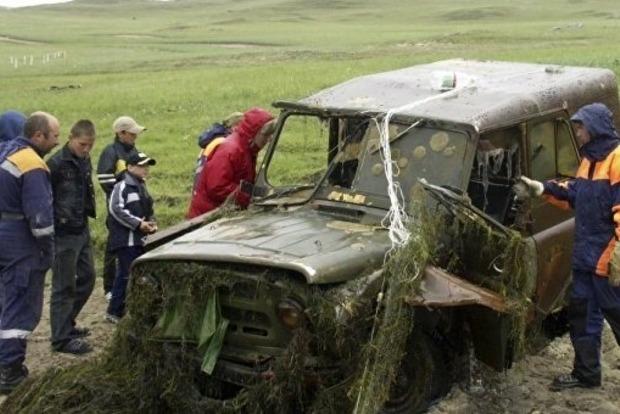 Содна Байкала подняли самолет, вертолет и практически сто авто