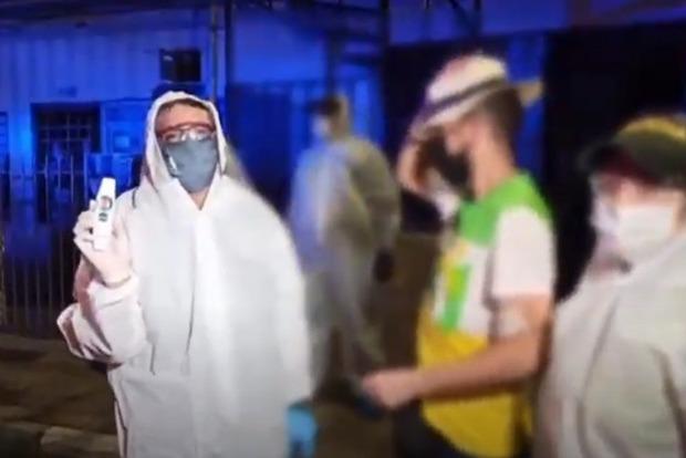 В Колумбии во время оргии два десятка человек заразили друг друга коронавирусом