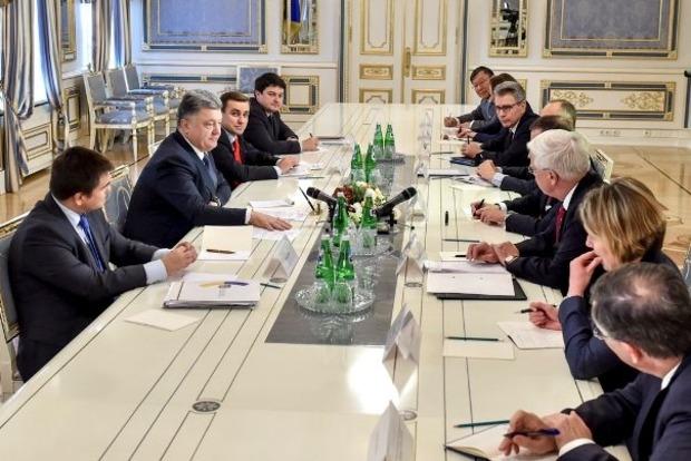 Порошенко рассказал послам стран «Большой семерки» о выборах