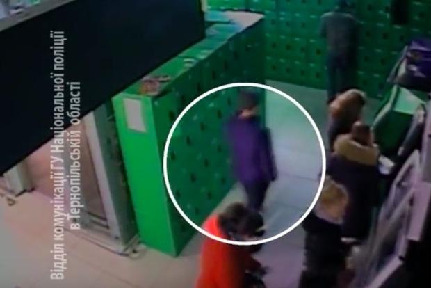 В Тернополе мужчина украл из банкомата почти полмиллиона гривен