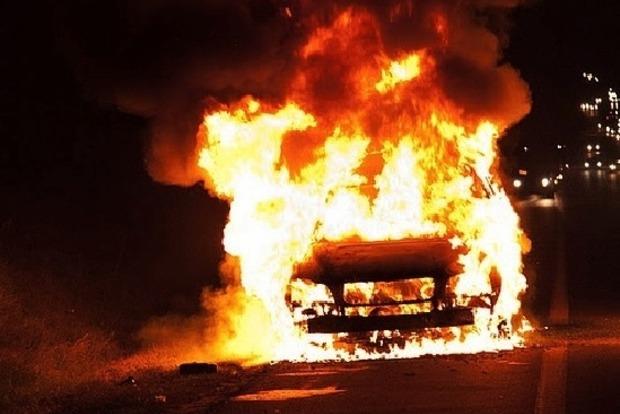 Ночью в Киеве горели три машины