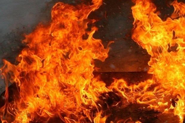 В Киеве мощный пожар на Лукьяновке: первые фото с места событий
