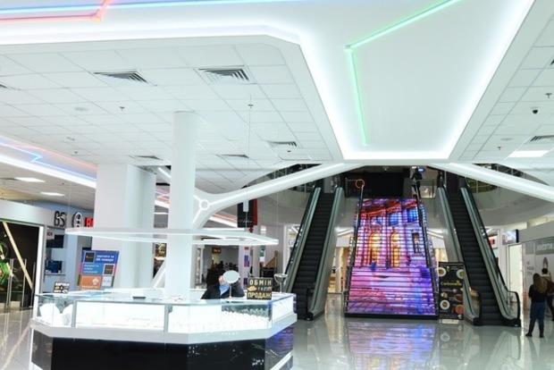 В одном из торговых центров Киева посетителям показали свастику