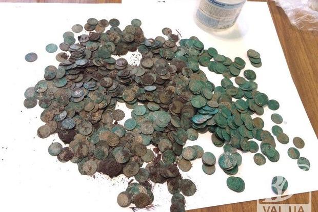Школьники в Чернигове нашли клад со старинными польскими монетами