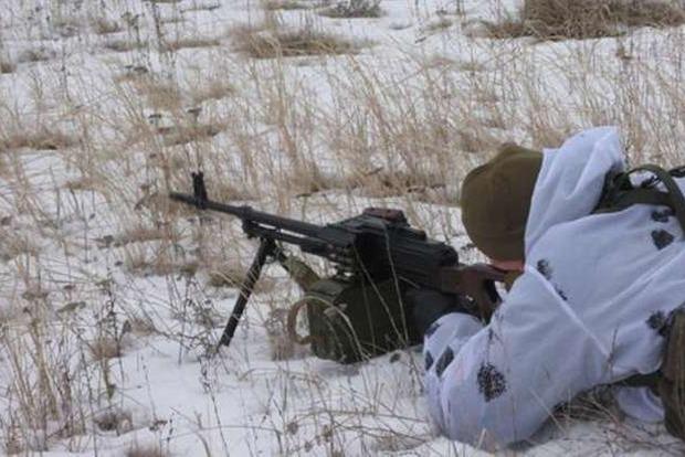 Возле КПВВ «Станица Луганская» из-за ночных обстрелов боевиков ранен пограничник