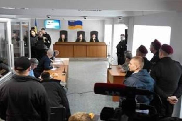 Оболонский суд, где объявляют приговор экс-бойцам «Торнадо», охраняет полиция и Нацгвардия