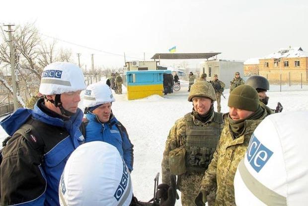 Хуг посетил КПВВ «Станица Луганская»