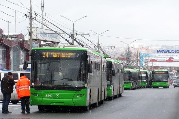 В Харькове мужчина бросился под колеса троллейбуса