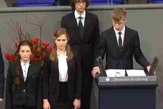 Ямальских школьников обвиняют в«реабилитации нацизма» заречь вбундестаге