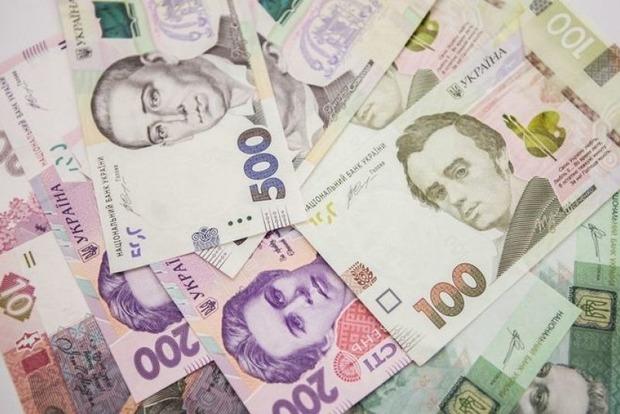Кабмин поднял ставку бюджетникам вслед за повышением минималки