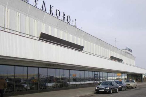 В аэропорту Петербурга провалился трап, женщина с младенцем упала с высоты в 3 метра