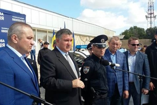 Аваков: Автоматического перехода работников милиции в полицию не будет
