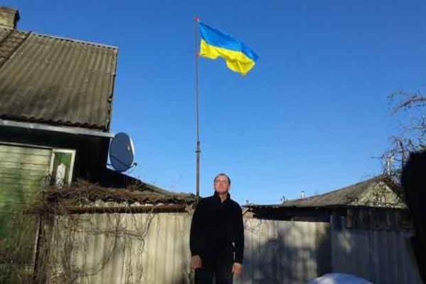 Флаг свободы для России. Житель РФ призвал россиян поднимать над домами флаги Украины