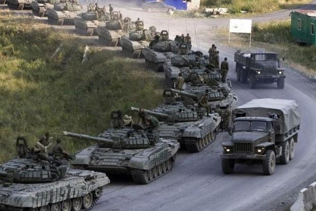 Россия стягивает танки и другую бронетехнику к линии разграничения на Донбассе