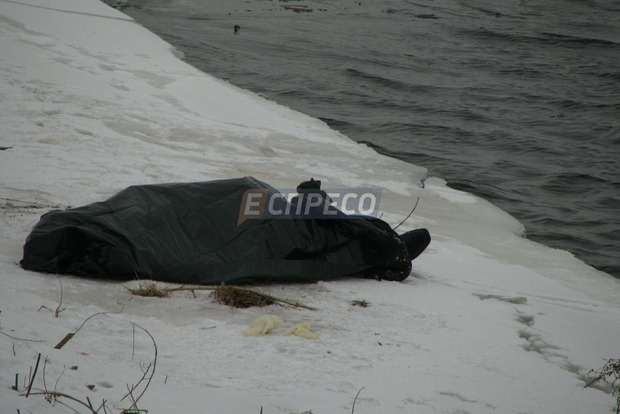 Мужчина совершил самоубийство, прыгнув с моста Метро в Киеве