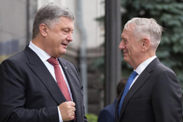 Порошенко поговорил с Мэттисом о миссии ООН на Донбассе