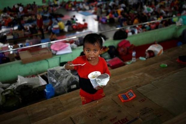 Из-за близящегося извержения вулкана на Бали эвакуируют местных жителей