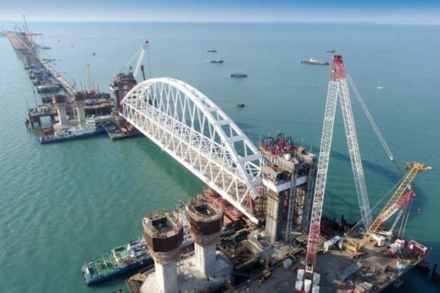 Появились новые фото незаконного строительства Крымского моста