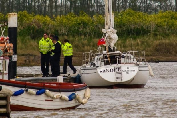 В Великобритании задержали 7 украинских нелегалов, яхта которых села на мель