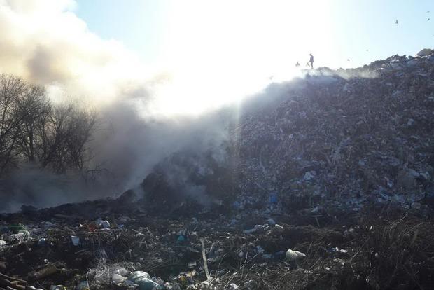 Мусорный полигон загорелся под Харьковом