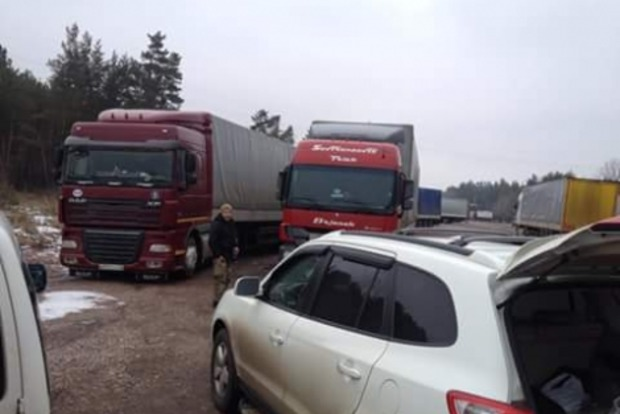 В Житомире активисты Автомайдана заблокировали российские фуры