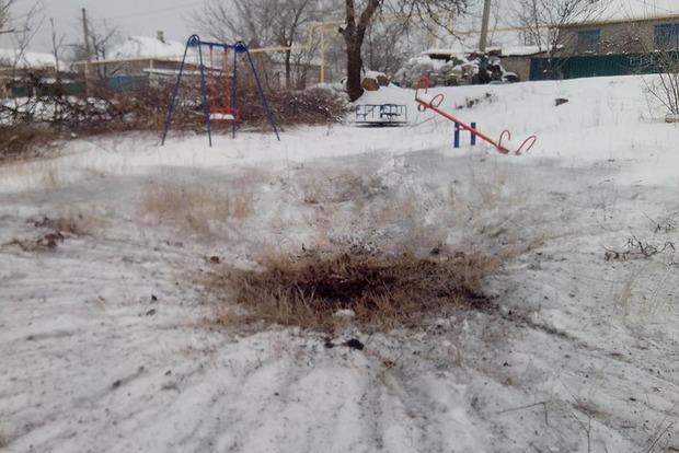 Боевики обстреляли детскую площадку в Зайцево