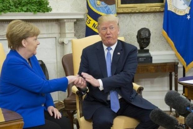 Трамп советовался с Меркель, как вести дела с Путиным