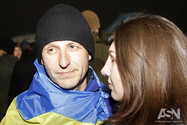 Освобожденным изплена выплатят по100 тыс грн, однако после проверки СБУ