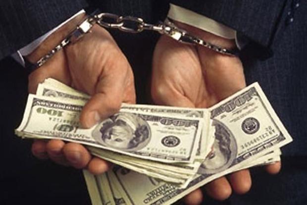 В Киеве на взятке задержан сотрудник фискальной службы