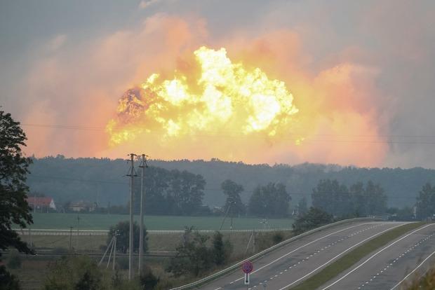Пожар наскладе боеприпасов под Винницей гасят неменее 1,2 тысячи человек